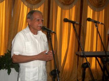 El independentista puertoriqueño Oscar López Rivera habla luego de recibir el Hacha de Holguín de manos de las principales autoridades de la provincia Holguín. VDC FOTO/Luis Ernesto Ruiz Martínez.