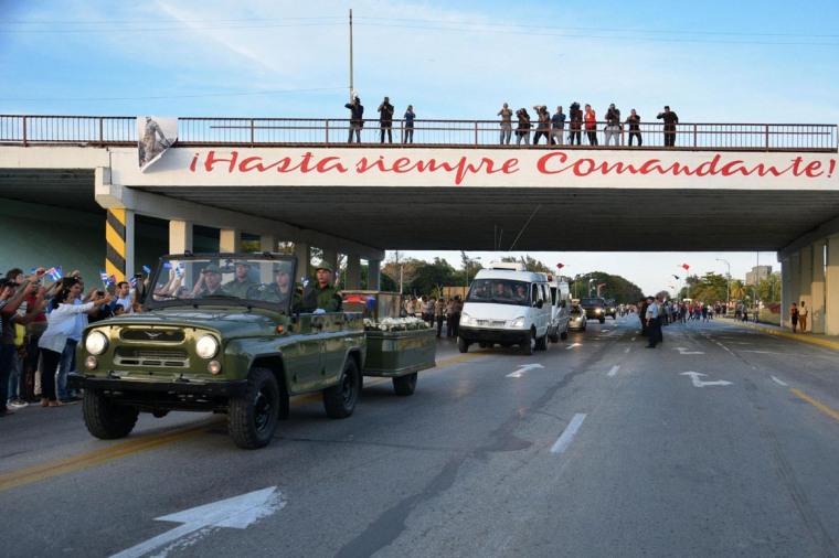Tránsito de la Caravana de la Libertad, con las cenizas del Líder Histórico de la Revolución Fidel Castro Ruz, por la ciudad de Holguín, Cuba, el 2 de diciembre de 2016. ACN FOTO/ Heidi CALDERÓN SÁNCHEZ