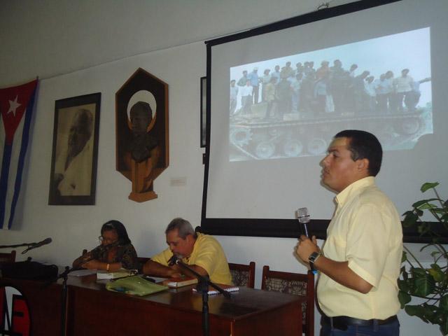 Víctor Aguilera Nonell imparte conferencias sobre las fotografías de Fidel.