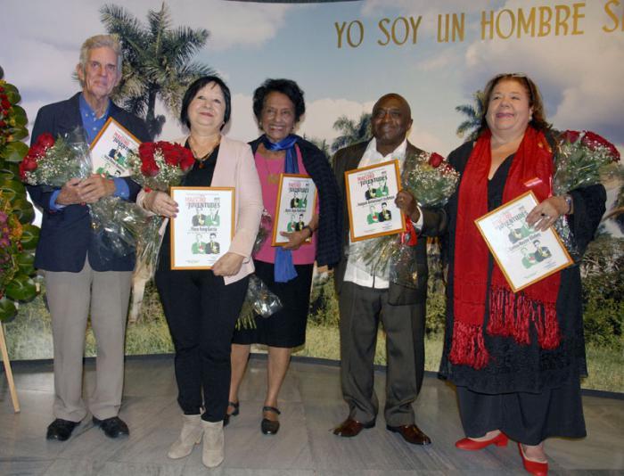 De izquierda a derecha: Iván Pérez, Flora Fong, Marta Rojas, Joaquín Betancourt y Corina Mestre. Foto: Dunia Álvarez Palacios