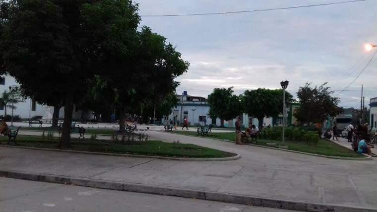 Parque José Martí en Holguín, nueva zona wifi de la ciudad. Foto publicada por Iliana Fernández.