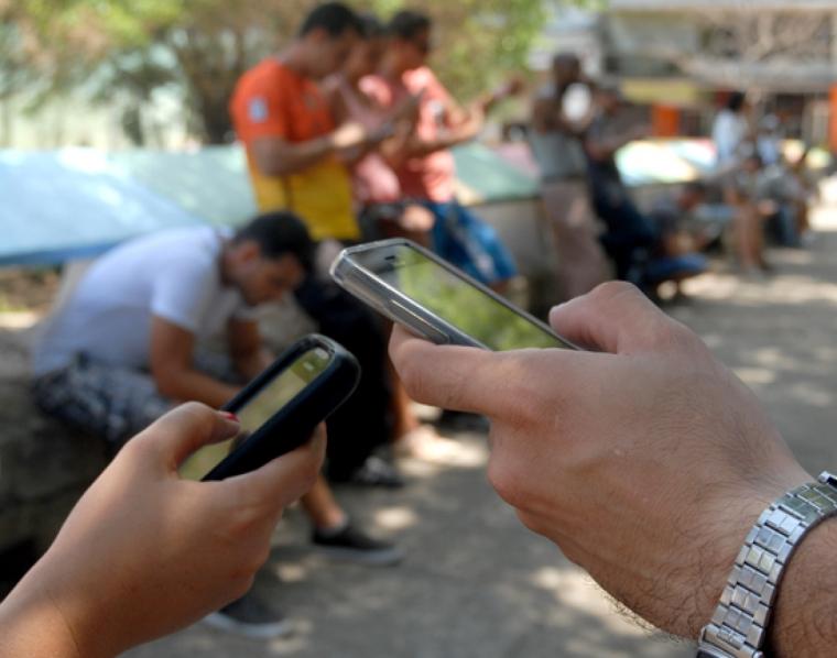 Una de las tantas áreas de wifi en Cuba. Autor: Abel Rojas Barallobre/JR.