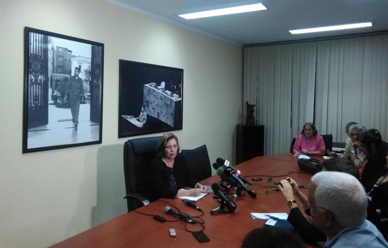 Josefina Vidal Ferreiro, Directora General para Estados Unidos del Ministerio de Relaciones Exteriores de Cuba, ofrece declaraciones a la prensa. Foto tomada de @CubaMINREX.