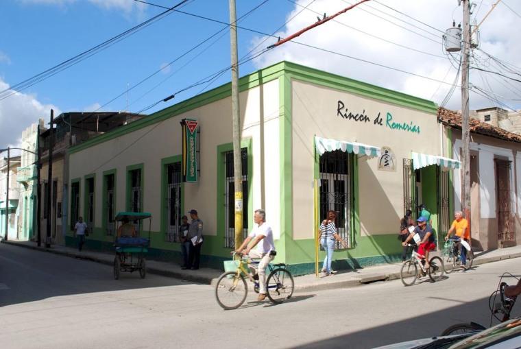 Algunas visiones de la calle Frexes en la ciudad de Holguín. Foto: Carlos Parra Zaldívar.
