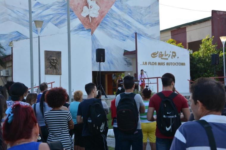 Acto de homenaje a Camilo Cienfuegos por trabajadores y estudiantes de la Universidad de Holguín. Efectuado en la sede Celia Sánchez Manduley, el 6 de febrero de 2018. VDC FOTO/Luis Ernesto Ruiz Martínez.