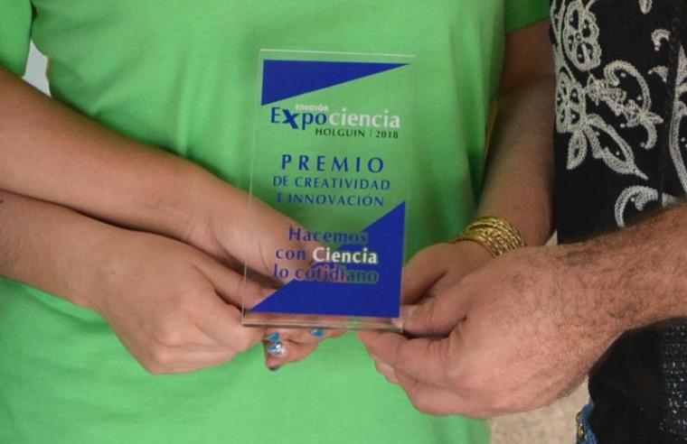 Premio de creatividad e innovación recibido por la Universidad de Holguín. Foto: Rafael Lorenzo Martín.