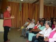 Participantes en el XV Taller Nacional de Narración Oral Cuenteros Pico de Oro, intercambian con estudiantes y profesores de la Universidad de Holguín. Foto: Francisco Rojas González.