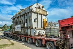 Un trasformador eléctrico de gran porte circula por carreteras de Holguín. Foto: Juan Pablo Carreras/ ACN
