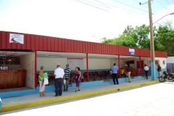 Visiones de la ciudad de Holguín: Centro de expedición de ómnibus en la Calle Capdevilla, entre Maceo y Máximo Gómez. Foto: Carlos Parra Zaldívar.