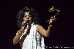 La solista Lucrecia Marín durante la gala de premiaciones del Suceso Cultural en Holguín, efectuada en el Teatro Eddy Suñol, de la ciudad de Holguín, Cuba, el 6 de marzo de 2018. ACN FOTO/Juan Pablo CARRERAS