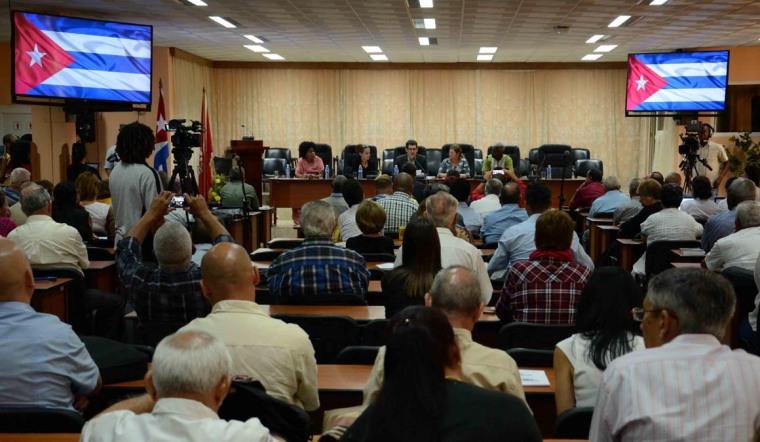 Fermín Quiñones Sánchez (C), Presidente de la Asociación Cubana de las Naciones Unidas, da a conocer la declaración política del II Foro de la Sociedad Civil Cubana, Pensando Américas, realizado en la sede de la Central de Trabajadores de Cuba (CTC), en La Habana, el 21 de marzo de 2018. ACN FOTO/Abel PADRÓN PADILLA