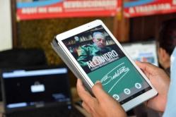 """""""Alejandro"""" es una de las aplicaciones para móviles desarrolladas en la Universidad de Holguín como resultado de la informatización de la sociedad. Sede José de la Luz y Caballero el 2 de marzo de 2018. UHO FOTO/Heidi Marlen Viguera."""