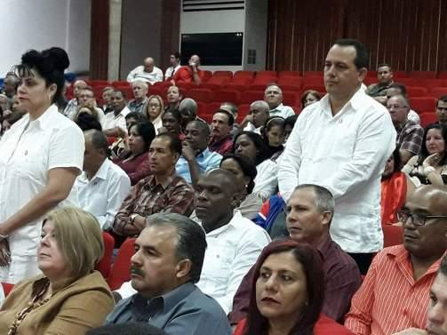 Julio Cesar Estupiñán Rodríguez y Carmen Gertrudis Bejerano Tamayo, Presidente y Vicepresidenta, respectivamente, de la Asamblea Provincial del Poder Popular de Holguín. Foto: Alexander Rojas.