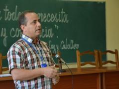 El Dr. C. Miguel Cruz Ramírez, Vicerrector de Investigaciones, en el acto de apertura del V Taller Universidad-Sociedad desarrollado el 14 de marzo de 2018, en la sede José de la Luz y Caballero, de la Universidad de Holguín. UHO FOTO/Luis Ernesto Ruiz Martínez.