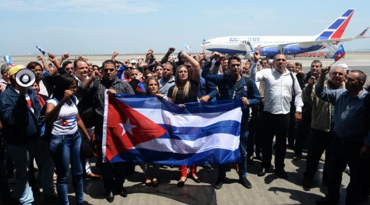 Representantes de la Sociedad Civil cubana, a su llegada a Lima, Perú, el 8 de abril de 2018, para representar a Cuba en los foros y encuentros de la VIII Cumbre de las Américas. ACN FOTO/ROBERTO SUÁREZ/Juventud Rebelde