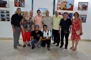 """Albino Moldes, con parte del equipo del ICAP de Holguín y amigos de la solidaridad, poco después de inaugurar la Exposición fotográfica """"Memoria de luchas"""", en la sede provincial de la UNEAC de Holguín, el 30 de abril de 2018. VdC FOTO/Luis Ernesto Ruiz Martínez."""