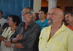 """Julio Méndez, Presidente de la UNEAC en Holguín, junto a Albino Moldes, durante la inauguración de la Exposición fotográfica """"Memoria de luchas"""", efectuada en la sede provincial de la UNEAC de Holguín, el 30 de abril de 2018. VdC FOTO/Luis Ernesto Ruiz Martínez."""
