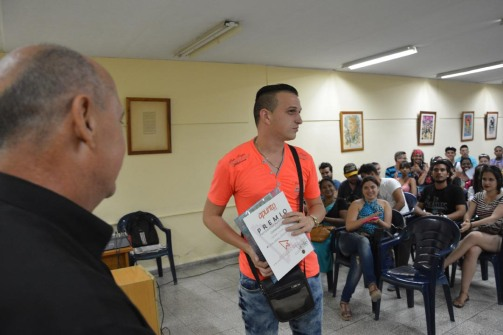 Premiaciones del V Concurso Universitario de Periodismo en el cierre de Apunto 2018. Fotos: Torralbas.