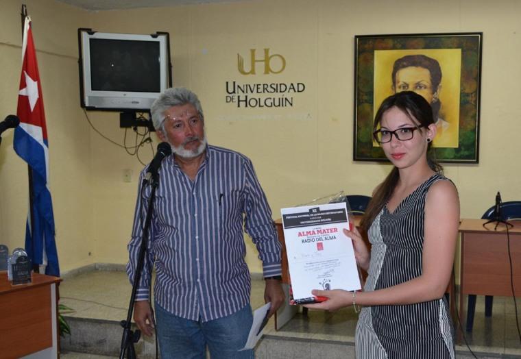 La Revista Alma Mater entregó su Premio al reportaje BEA y JAY de la Universidad de Holguín. Foto: Marjel Morales Gato.