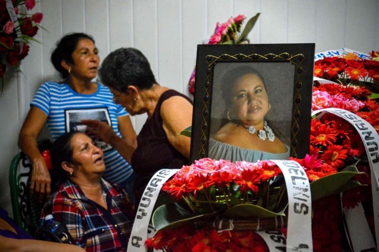 Ceremonia fúnebre de Yunaisi Pelegrino Reyes, una de las primeras víctimas del accidente aéreo ocurrido en La Habana que llega a la ciudad de Holguín, Cuba, el 20 de mayo de 2018. ACN FOTO/Juan Pablo CARRERAS