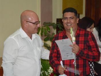José Javier del Toro Prada recibe su Título de Doctor en Ciencias, en acto efectuado en la sede José de la Luz y Caballero de la Universidad de Holguín, el 30 de mayo de 2018. UHo FOTO/Luis Ernesto Ruiz Martínez.