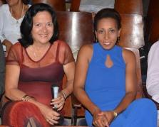 Rebeca Rodríguez Mastrapa (izq) junto a Nadia Chávez Zaldívar en el acto de entrega de Títulos de Doctor en Ciencias, efectuado en la sede José de la Luz y Caballero de la Universidad de Holguín, el 30 de mayo de 2018. UHo FOTO/Luis Ernesto Ruiz Martínez.
