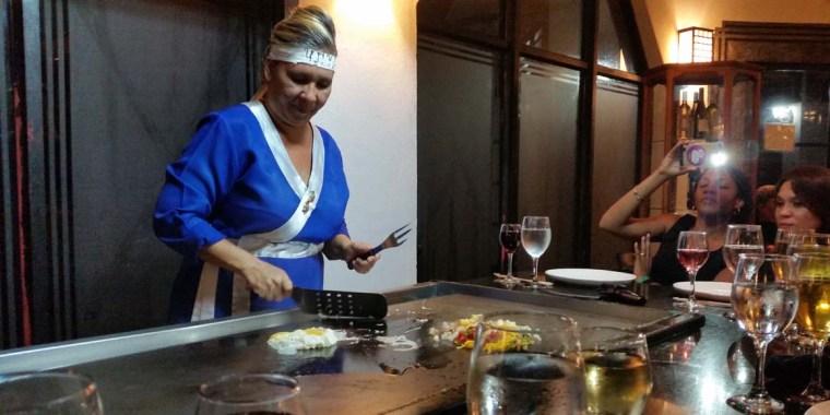 Yaquelín Portelles Mir fue una excelente anfitriona en el Restaurante japonés. VdC Foto: Adrián Fernández Cuba.