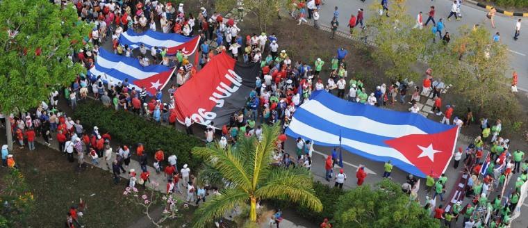 Trabajadores de la Universidad de Holguín llenaron de entusiasmo este Primero de Mayo. Foto: Carlos Rafael/Ahora.