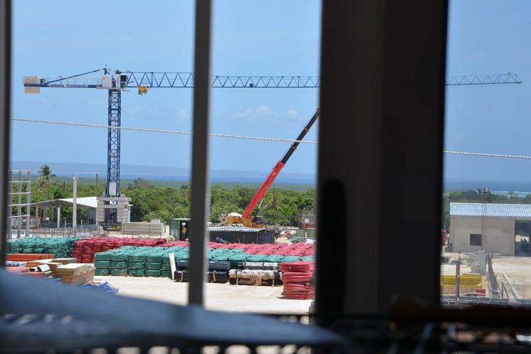 Ya se aprecia el resultado del inicio de las obras en lo que será el polo turístico El Ramón de Antilla. VdC FOTO/ Luis Ernesto Ruiz Martínez.