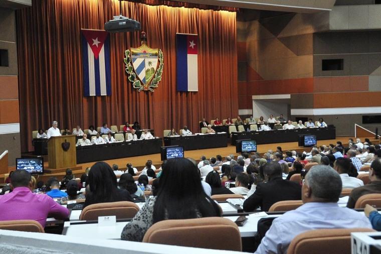 Interviene Miguel Díaz-Canel Bermúdez (I), Presidente de los Consejos de Estado y de Ministros, en la clausura del Primer Período Ordinario de Sesiones de la IX Legislatura de la Asamblea Nacional del Poder Popular (ANPP), en el Palacio de Convenciones de La Habana, el 22 de julio de 2018. ACN FOTO/ Geovani FERNÁNDEZ NEVOT/ Estudios Revolución.