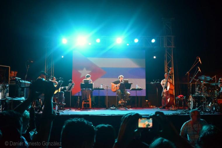 Concierto de Silvio Rodríguez en jornada inaugural del Festival Internacional de Cina de Gibara. Foto: Danier Ernesto González/Cuenta Oficial de FICGibara en Facebook.