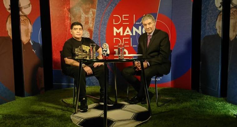 """Víctor Hugo Morales y Diego Armando Maradona vuelven a conducir en Telesur, esta vez """"De la mano del 10"""". Foto: Telesurtv."""
