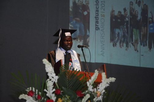 Joaquim Joao Nsaku Ventura, Mejor graduado extranjero, interviene en el acto de Graduación del curso regular diurno de la Universidad de Holguín, efectuado en el Teatro Comandante Eddy Suñol, el domingo 15 de julio de 2018. UHo FOTO/Torralbas.