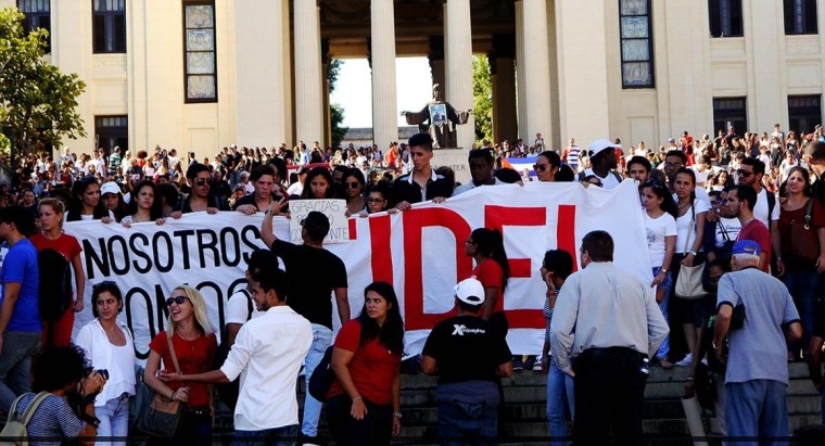 Los universitarios cubanos rinden tributo eterno al Comandante Fidel.
