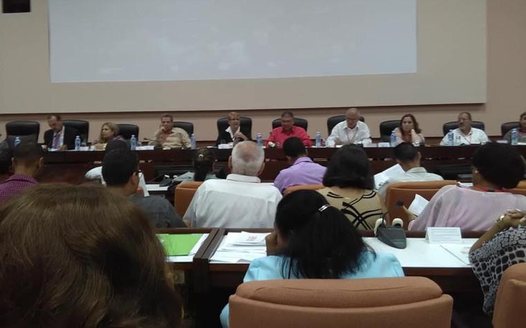 Periodistas cubanos debaten ahora sobre Política de comunicación en Cuba. Foto: Emilio Rodríguez.