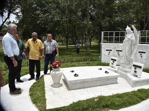 Díaz-Canel en Birán, lugar sagrado de la patria. Foto: Estudios Revolución