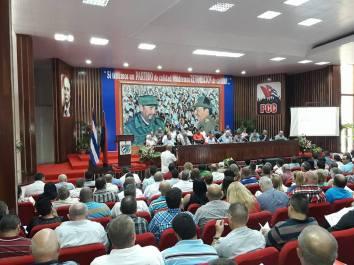 Encuentro de Díaz-Canel y Salvador Valdés con dirigentes políticos, de gobierno y administrativos de la provincia Holguín. Foto: Alexander Rojas/APPP.