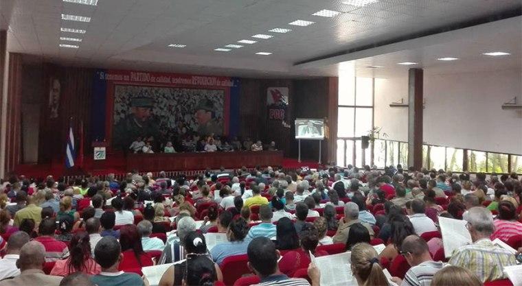Seminario Preparatorio de los dúos que dirigirán en Holguín el proceso de análisis del Proyecto de Constitución. Foto: Ana Delia Infante