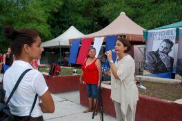 Tercera edición de Abrazos contra el Bloqueo. Plaza Camilo Cienfuegos de Holguín. Foto: Carlos Parra Zaldívar.
