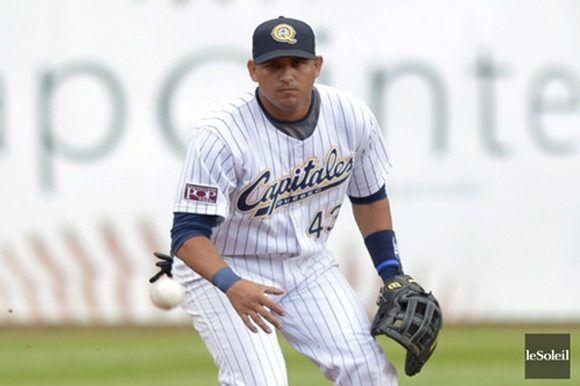 El pelotero cubano Yordan Manduley Escalona sobresale por su rendimiento con los Capitales de Québec. Tomada de Cubadebate.
