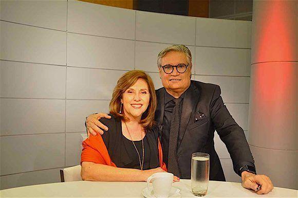 La Dra. Patricia Arés junto a Amaury en el set de filmación. Foto tomada del portal de la Televisión Cubana.
