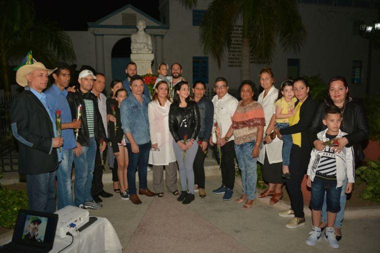 Recibimiento a los médicos cubanos que regresan de Brasil, efectuado en el parque José Martí. Foto: Juan Pablo Carreras, publicada en Facebook por Katia Ochoa.
