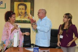 Felicitación por la firma de convenio marco de colaboración con la CMKE Radio Holguín La Nueva. Desarrollado en la sede Celia Sánchez Manduley, el 01 de noviembre de 2018-UHO/Foto: Yudith Rojas Tamayo
