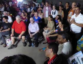 """Intercambio de la primera brigada de solidaridad y trabajo voluntario """"Calixto García Íñiguez"""" con cederistas holguineros. Foto: Arnaldo Vargas Castro."""