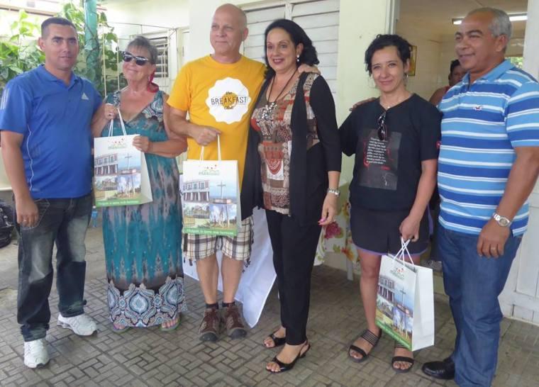 Brigada canadiense de solidaridad y trabajo voluntario, culmina visita a Holguín. Foto: Arnaldo Vasgas Castro.