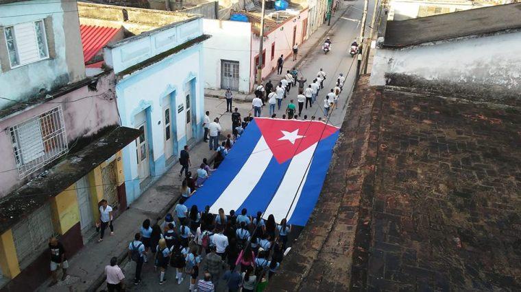 Homenaje del pueblo holguinero a los mártires de las pascuas sangrientas. Foto publicada por Fidel Troya.