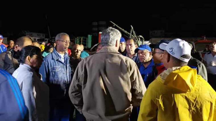 Las máximas autoridades gubernamentales de Cuba, encabezadas por Miguel Díaz-Canel, recorrieron zonas afectadas por el tornado en la capital. Foto: ACN.
