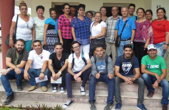Asistentes a la sesión constitutiva del Comité de Apoyo a Causas Justas de los Pueblos, efectuada en la sede de la Delegación provincial del ICAP en Holguín.
